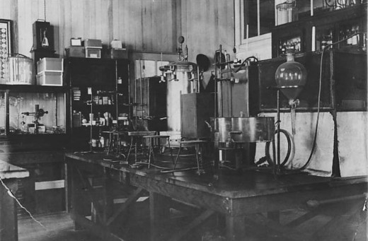 The Johnson & Johnson Scientific Department in 1906 –in  the year or so before our first female scientist was hired.  The corner of the lab shown in this photo would have been a very familiar sight to Edith.