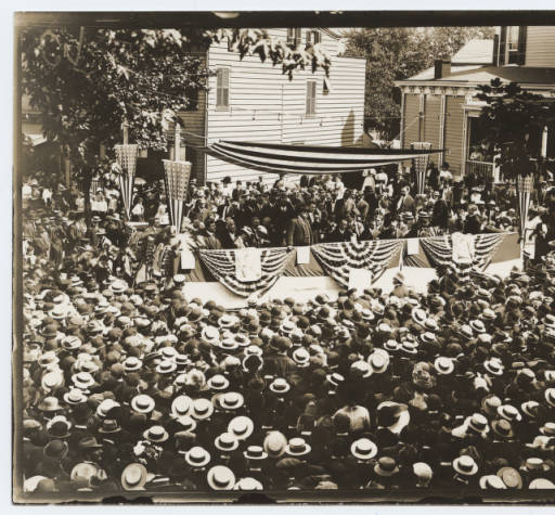 Theodore Roosevelt campaigning in New Brunswick, NJ, 1912. DeGolyer Library, Southern Methodist University, Doris A. & Lawrence H. Budner Collection on Theodore Roosevelt. Photo used by permission.